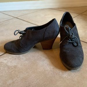 Dr. Scholls casual low bootie heels with laces